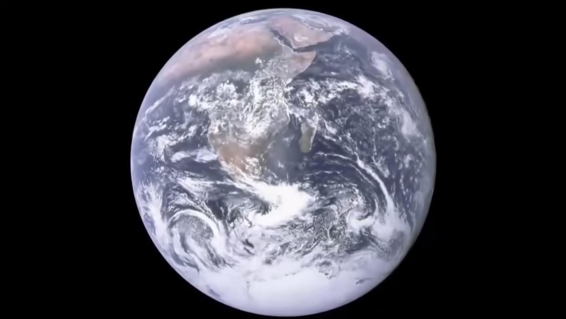 La Terra vista dallo spazio - dal Video di Stephen Hawking